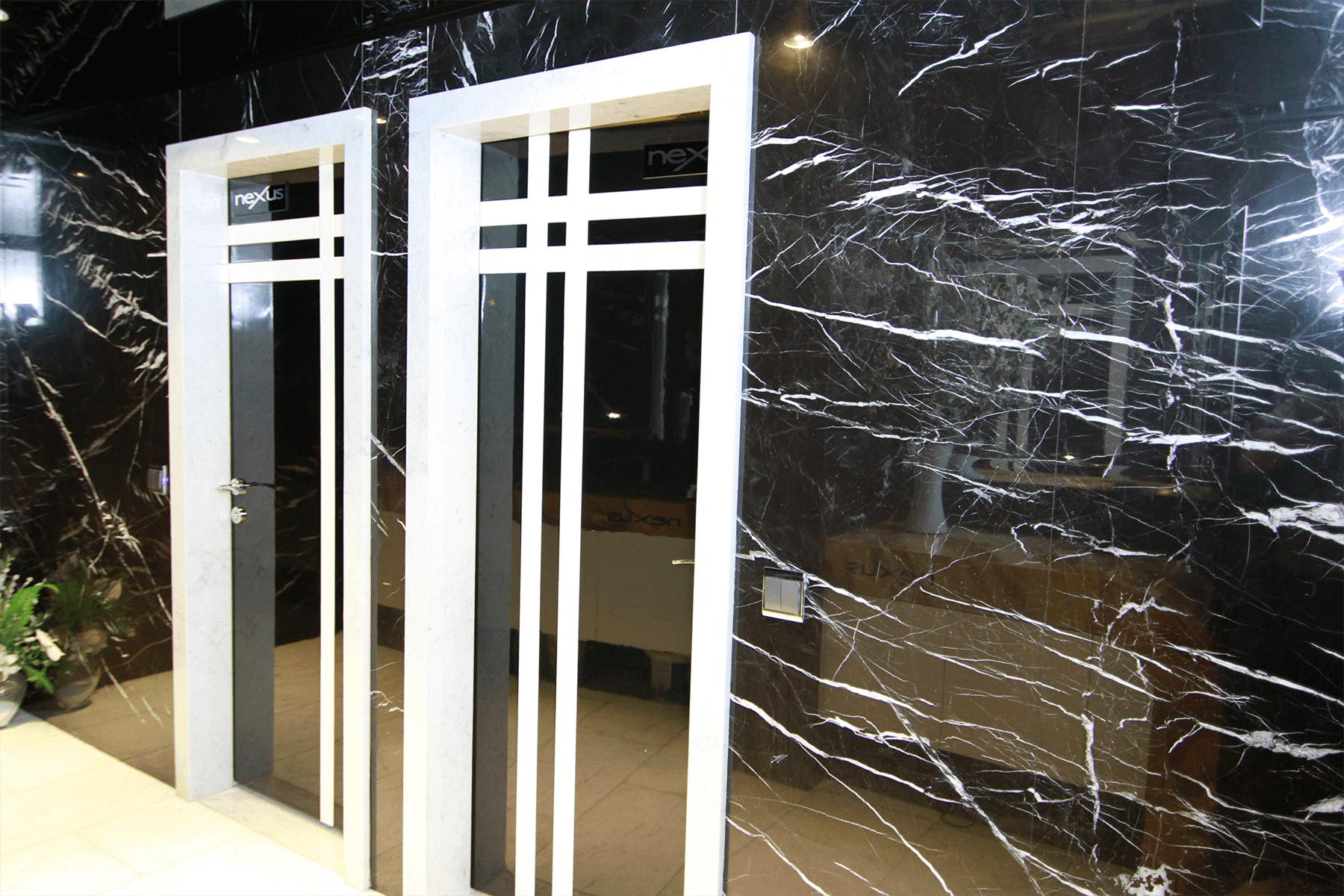 Aleksander Black Carrara
